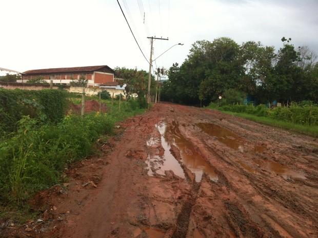 Na Rua Gastão de Magalhães fica uma escola do município (Foto: Diego Souza/G1)