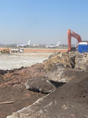 500 operários trabalham em obras no aeroporto (Foto: Nathália Duarte/G1)