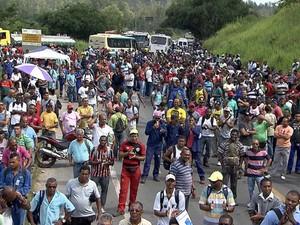 Sindicato realizou protesto após acidente em refinaria  (Foto: Imagem/TV Bahia)