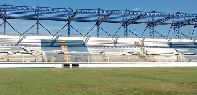 estádio do moacyrzão sem telhado (Foto: Junior Costa / GloboEsporte.com)