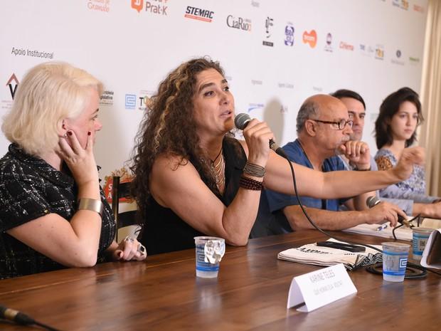 Diretora Anna Muylaert falou à imprensa na manhã deste sábado (8) (Foto: Igor Pires/Agência PressPhoto)
