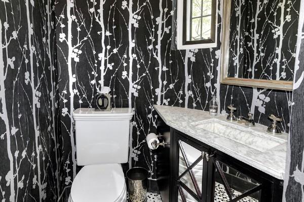 A casa tem oito banheiros (Foto: Reprodução)