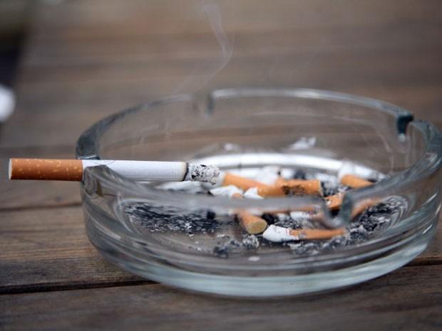 Site de reserva de hotéis tem apenas quartos para fumantes (Foto: Patrik Stollarz/AFP)