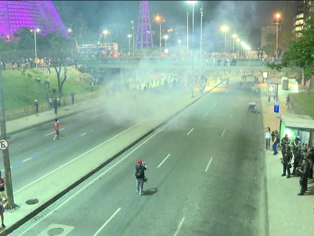 Protesto no Centro teve momentos de tumulto (Foto: Reprodução/Globonews)