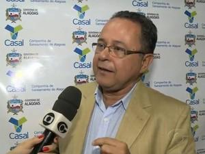 Presidente da Casal, Francisco Beltrão, faz alerta sobre redução do fluxo de água (Foto: Reprodução/TV Gazeta)