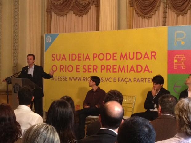 Prefeito Eduardo Paes durante apresentação do novo programa (Foto: Alba Valéria Mendonça/G1)