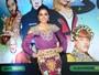 Anitta mostra visual chique e comportado em pré-estreia, em SP