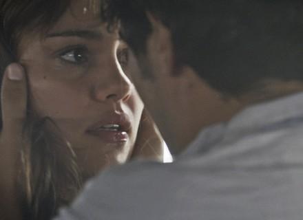 Alice incentiva Renato a fugir para o Chile