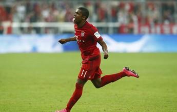 Robben pede cautela a Douglas Costa no Bayern para evitar lesões graves