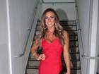 Nicole Bahls aposta em decote para evento em São Paulo