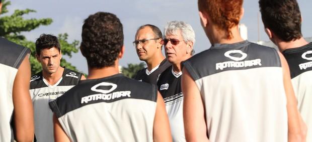 Sérgio Cosme (técnico) com o elenco do Treze (Foto: Leonardo Silva / Jornal da Paraíba)