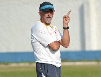 Técnico Luis Müller Atibaia (Foto: Filipe Rodrigues)