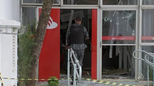 Bandidos explodem caixas eletrônicos de agências e posto de combustíveis em Pilar do Sul