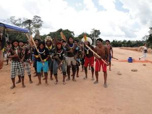 Índios ocupam sítio Pimental em Altamira (Foto: Mário de Paula / TV Liberal)