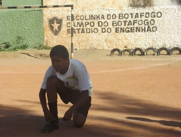Campo de terra foi batizado de Engenhão (Foto: Matheus Magalhães/GLOBOESPORTE.COM)
