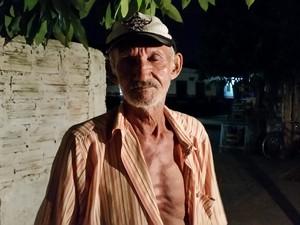 O idoso Adalberto Ferreira critica a mudança e diz que, pela distância, a Unisp não o atenderá (Foto: Toni Francis/G1)
