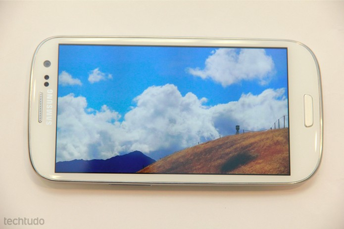 Galaxy S3 e sua tela de alta definição (Foto: Allan Melo/TechTudo)