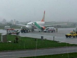 Avião teve problemas durante o pouso em Rio Branco  (Foto: Aline Vieira/ Arquivo pessoal )