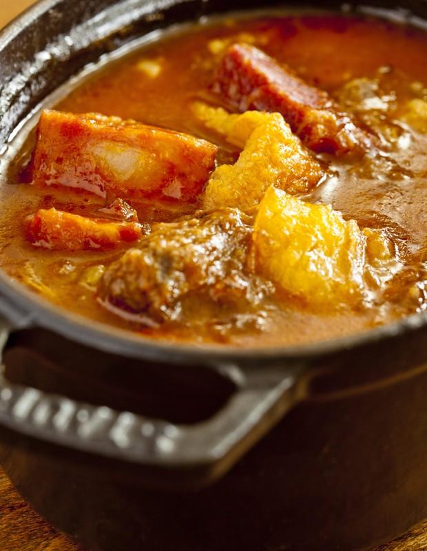 Cozido com costela, linguiça e macaxeira, do chef Rodrigo Oliveira, do restaurante Mocotó (Foto: Felipe Gombossy / Época SP)
