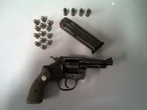 Baep apreendeu revólver e munições no local onde houve troca de tiros em rodovia em Campinas (Foto: Imprensa / BAEP )