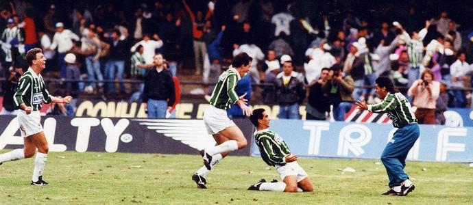 Zinho palmeiras gol corinthians final paulistão 1993 (Foto: Ormudzd Alves / Folhapress)