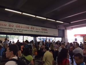 Metrô Rio ficou lotado: quem saía dele não sabia como completar a viagem (Foto: Guilherme Brito/G1)