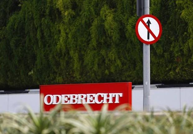 Logo da construtora Odebrecht é visto diante da sede da empreiteira em São Paulo (Foto: Edilson Dantas/Agência O Globo)