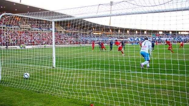 CRB x CSA, gol de penalti de Shcwenck (Foto: Jonathan Lins/G1)