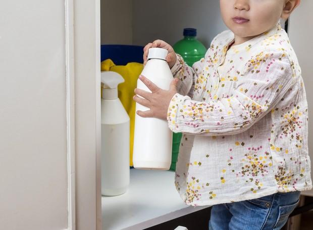 Produtos de limpeza são um perigo para as crianças (Foto: Thinkstock)