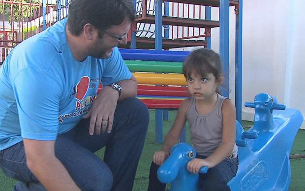 Marcelo Chemin, pai de Maria Júlia, contou que desconfiava do autismo da filha antes do diagnóstico (Foto: Acre TV)