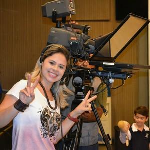 Michelly Alencar, repórter do programa É Bem Mato Grosso (Foto: Luana Daubian)