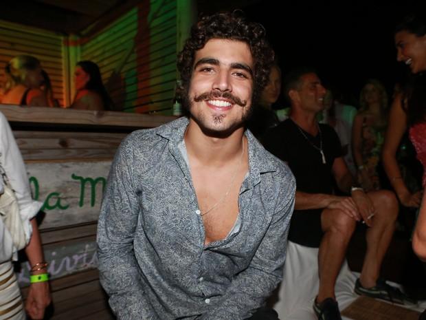 Caio Castro em festa em Trancoso, na Bahia (Foto: Dilson Silva/ Ag. News)
