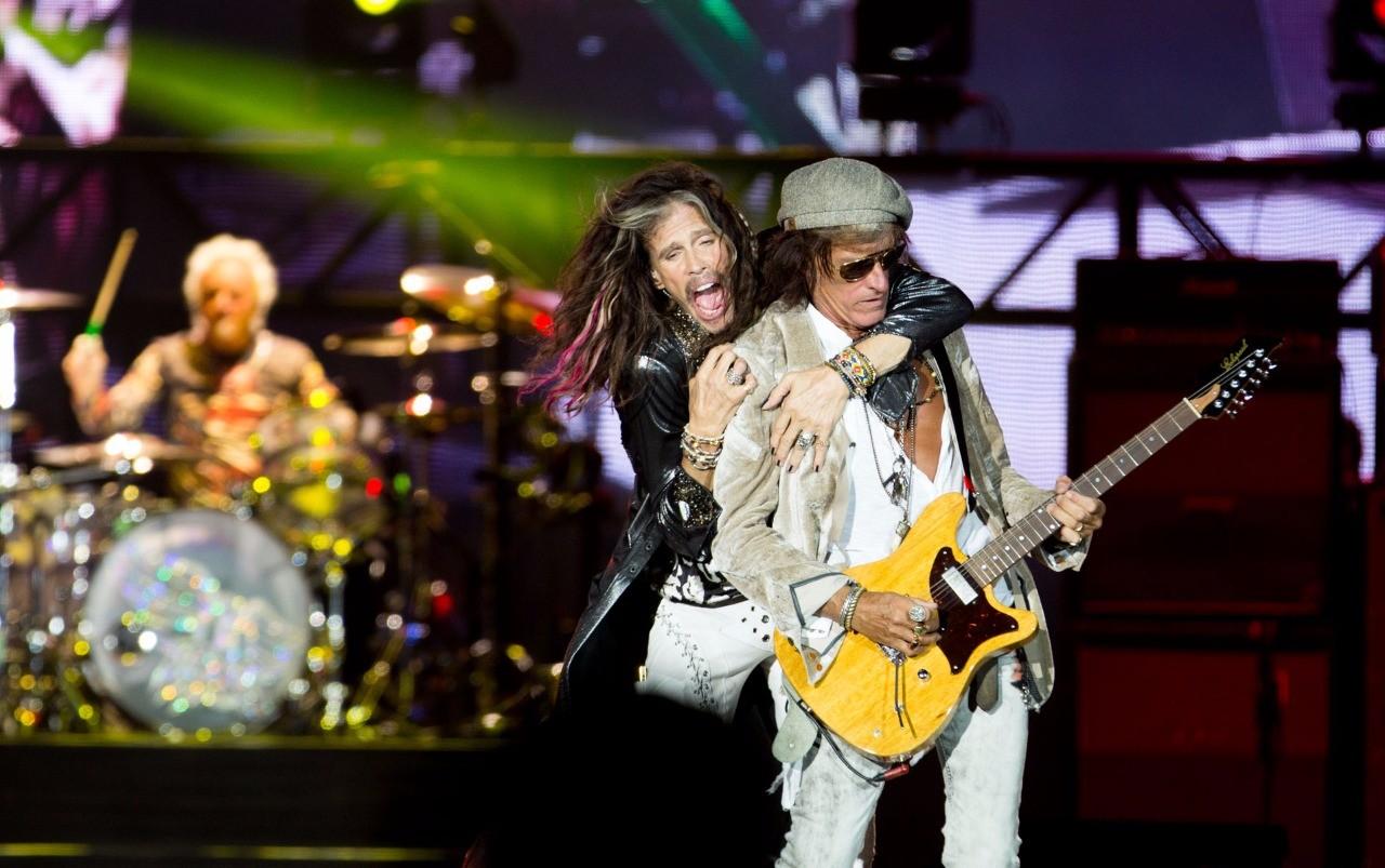 Steven Tyler e Joe Perry tiraram o flego da galera no show que fechou a quarta noite de Palco Mundo (Foto: Andr Bittencourt)