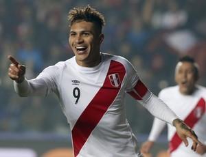 Guerrero gol peru paraguai (Foto: Reuters )