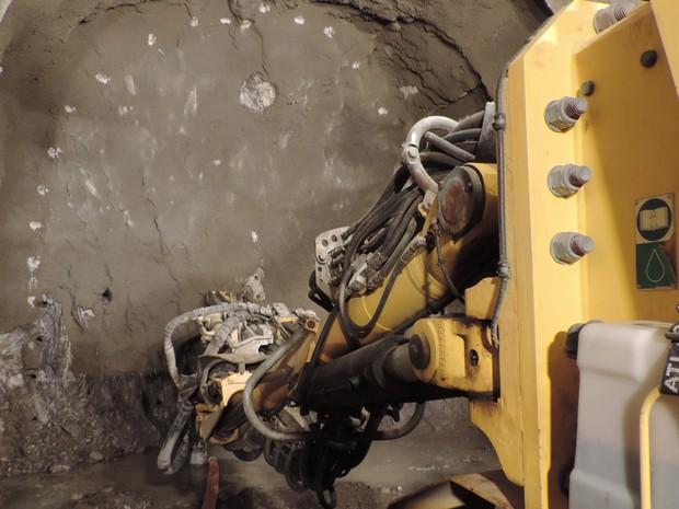 Túnel de Monteiro avança de dois a quatro metros por dia (Foto: Katherine Coutinho / G1)