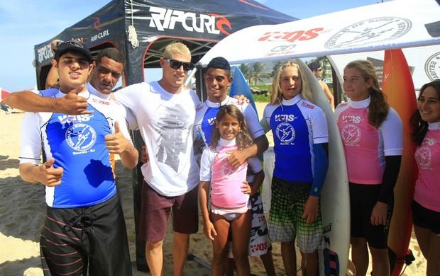 surfe Mick Fanning dá aula a crianças (Foto: Pedro Monteiro / WQSurf)