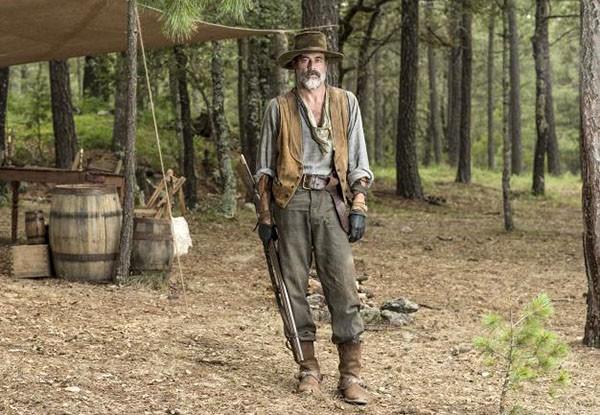 Jeffrey Dean Morgan em 'Texas Sob Fogo' (2015) (Foto: Divulgação)