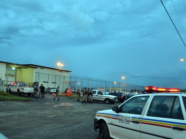 Rebelião de detentos do Presídio de Itajubá (MG) terminou nesta segunda-feira (24) após quase 20h de negociações (Foto: Luciano Lopes/Itajubá)
