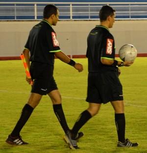 Arbitragem estádio Florestão (Foto: Duaine Rodrigues)