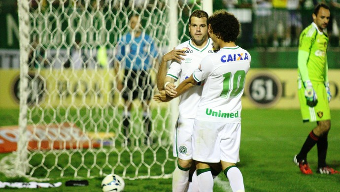 Tiago Luis e Camilo Chapecoense (Foto: Getty Imagens)