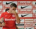 """Índio encerra carreira e chora com homenagem do Inter: """"Muito amor"""""""