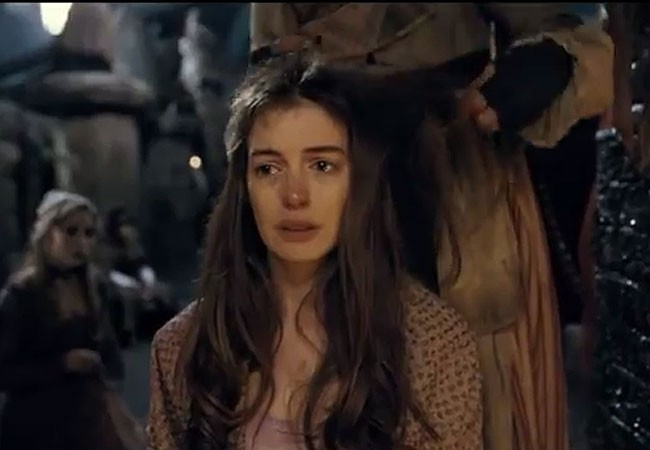 Anne Hathaway Tem O Cabelo Cortado Em Cenas De Los Miserables Quem Quem News