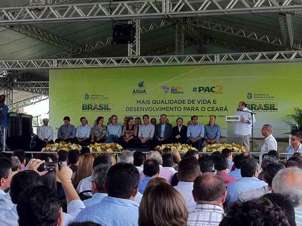 Cerimônia de entrega de equipamentos no Parque de Exposições (Foto: Gabriela Alves/G1)