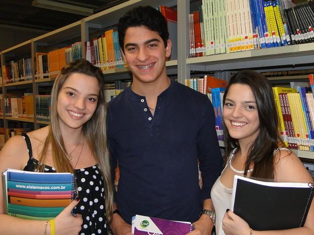 Beatriz, Luca e Sofia contam que estudam 14 horas por dia para conquistar uma vaga no curso de medicina da USP (Foto: Adriano Oliveira/G1)