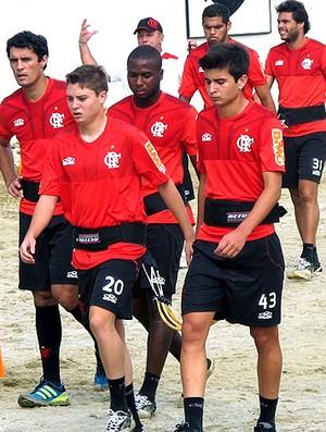 Adryan e Matheus no treino do Flamengo (Foto: Janir Junior / Globoesporte.com)