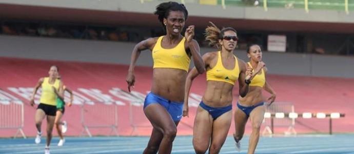 Joelma das Neves com seleção brasileira de atletismo revezamento  (Foto: Reprodução/ Facebook)