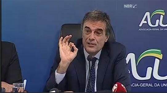 Em coletiva de imprensa, o advogado-geral da União, José Eduardo Cardozo, fala sobre a polêmica envolvendo a posse de Lula  (Foto: Reprodução)