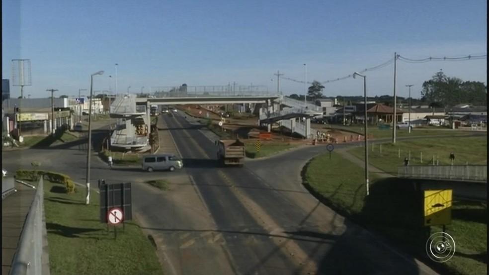 Trecho da Rodovia João Mellão será interditado para continução das obras de duplicação (Foto: Reprodução/TV TEM)