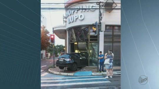 Motorista perde o controle da direção e invade shopping de Araraquara, SP