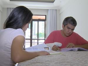 Intérprete Libras Pism UFJF (Foto: Reprodução/TV Integração)